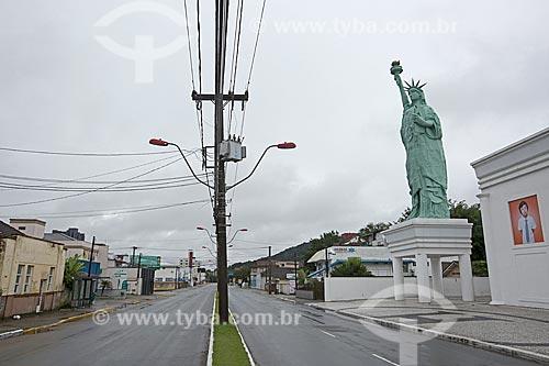 Réplica da Estátua da Liberdade na entrada da Loja Havan na Avenida Coronel Procópio Gomes  - Joinville - Santa Catarina (SC) - Brasil