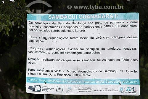 Detalhe de placa informativa no Sambaqui Guanabara II próximo à Baía da Babitonga  - Joinville - Santa Catarina (SC) - Brasil