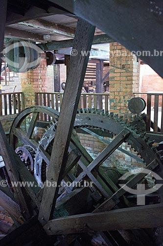 Detalhe de roda de água para gerar energia na antiga Marcenaria Behling - atual Museu do Marceneiro  - Pomerode - Santa Catarina (SC) - Brasil