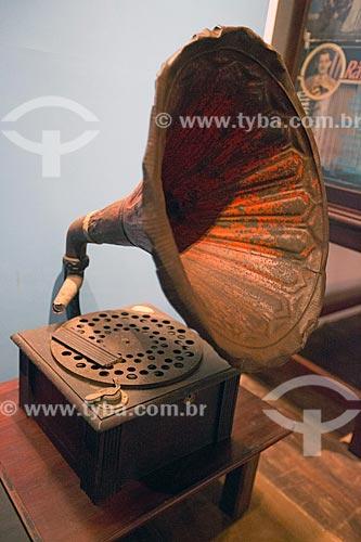 Gramofone em exibição no Museu Anita Garibaldi  - Laguna - Santa Catarina (SC) - Brasil