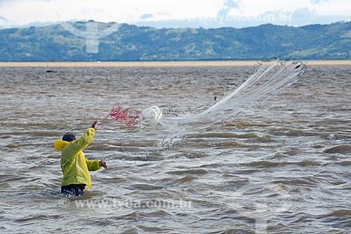 Pescador na Lagoa de Imaruí  - Laguna - Santa Catarina (SC) - Brasil