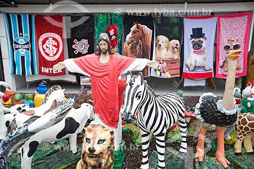 Comércio de artesanato às margens da Rodovia Governador Mário Covas (BR-101)  - Torres - Rio Grande do Sul (RS) - Brasil