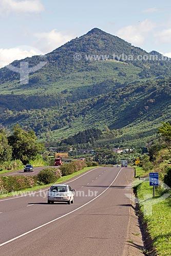 Km 26 da Rodovia Governador Mário Covas (BR-101) com as Serras Gaúchas da Rota do Sol ao fundo  - Rio Grande do Sul (RS) - Brasil
