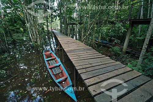 Canoa no cais da Comunidade Ribeirinha do Iratapuru na Reserva de Desenvolvimento Sustentável do Iratapuru  - Laranjal do Jari - Amapá (AP) - Brasil