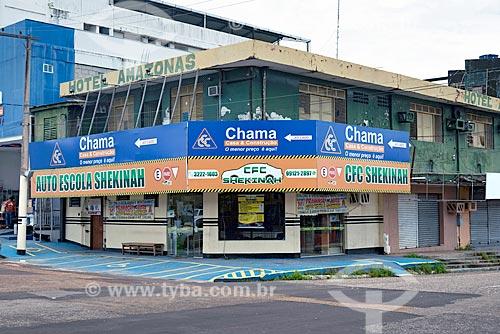 Fachada de auto escola e hotel em rua comercial do centro de Macapá  - Macapá - Amapá (AP) - Brasil