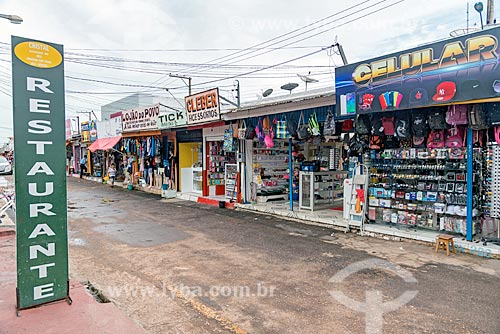 Fachada de lojas em rua comercial do centro de Macapá  - Macapá - Amapá (AP) - Brasil