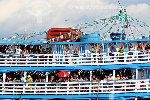 Fiéis durante a procissão fluvial em celebração à São Pedro no Rio Negro  - Manaus - Amazonas (AM) - Brasil