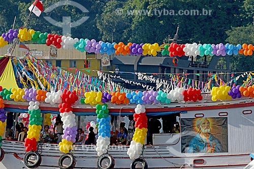 Barco decorado durante a procissão fluvial em celebração à São Pedro no Rio Negro  - Manaus - Amazonas (AM) - Brasil