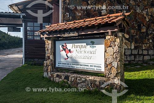 Detalhe de placa na entrada do Posto Marcão - durante a trilha da Travessia Rancho Caído - no Parque Nacional de Itatiaia  - Itatiaia - Rio de Janeiro (RJ) - Brasil
