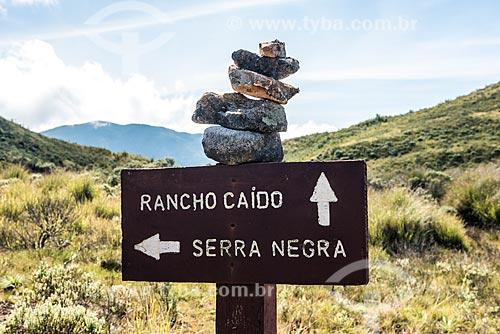 Placa informativa na trilha da Travessia Rancho Caído no Parque Nacional de Itatiaia  - Itatiaia - Rio de Janeiro (RJ) - Brasil
