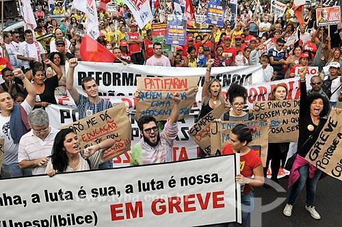 Manifestação contra a reforma da previdência proposta pelo governo de Michel Temer  - São José do Rio Preto - São Paulo (SP) - Brasil