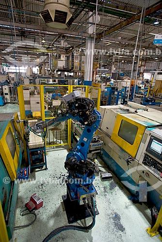 Braço mecânico industrial em indústria automobilística  - Sorocaba - São Paulo (SP) - Brasil