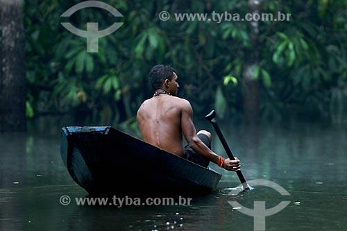 Ribeirinho pescando jacaré na Lagoa Ubim  - Manacapuru - Amazonas (AM) - Brasil