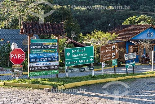 Placas de trânsito no acesso à Rodovia RJ-151  - Resende - Rio de Janeiro (RJ) - Brasil