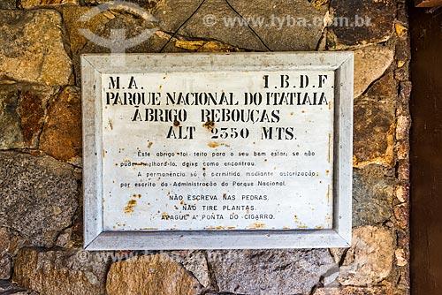 Detalhe de Placa informativa no Abrigo Rebouças no Parque Nacional de Itatiaia  - Itatiaia - Rio de Janeiro (RJ) - Brasil