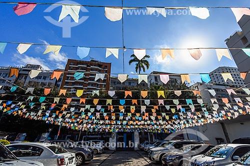 Detalhe de bandeirinhas de festa junina na Paróquia Cristo Redentor  - Rio de Janeiro - Rio de Janeiro (RJ) - Brasil