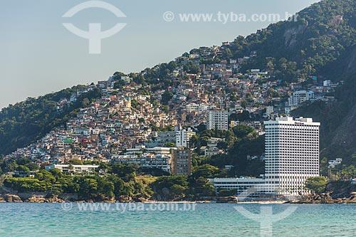 Vista da favela do Vidigal com o Sheraton Rio Hotel & Resort a partir da Praia de Ipanema  - Rio de Janeiro - Rio de Janeiro (RJ) - Brasil