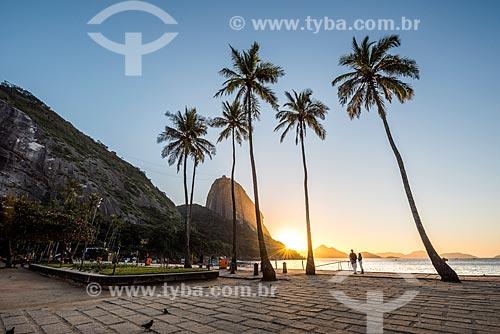 Vista do amanhecer na Praia Vermelha com o Pão de Açúcar ao fundo  - Rio de Janeiro - Rio de Janeiro (RJ) - Brasil