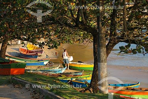 Canoas atracadas na Praia de Meaípe  - Guarapari - Espírito Santo (ES) - Brasil