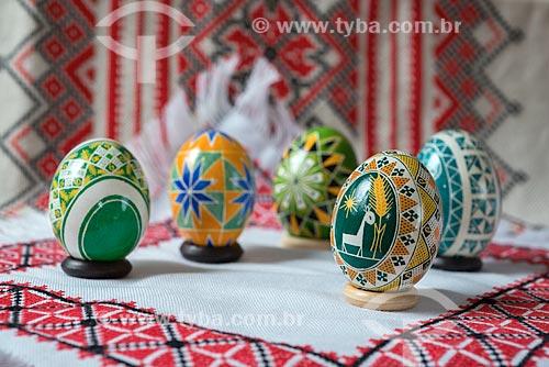 Detalhe de pêssankas - ovos coloridos a mão que simbolizam a Páscoa  - Prudentópolis - Paraná (PR) - Brasil