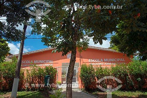 Vista da Escola Municipal Sylvio Luciano de Campos - à esquerda - e a Escola Municipal Joaquim e José da Costa - à direita  - Guararema - São Paulo (SP) - Brasil