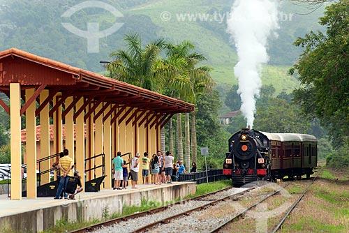 Locomotiva chegando na Estação Ferroviária de Luis Carlos (1914)  - Guararema - São Paulo (SP) - Brasil