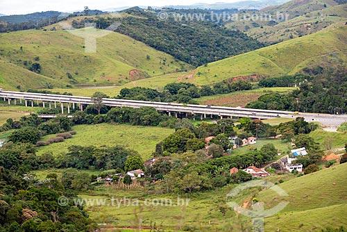 Vista de trecho da Rodovia Carvalho Pinto (SP-070) sobre o Rio Paraíba do Sul  - Jacareí - São Paulo (SP) - Brasil