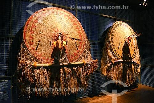 Máscara Atujuá - tribo Waurá - em exibição no Centro de Referência do Artesanato Brasileiro (CRAB) durante a exposição Festa Brasileira - Fantasia feita à mão  - Rio de Janeiro - Rio de Janeiro (RJ) - Brasil