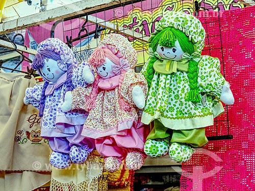 Detalhe de bonecas de pano à venda no Centro Luiz Gonzaga de Tradições Nordestinas  - Rio de Janeiro - Rio de Janeiro (RJ) - Brasil