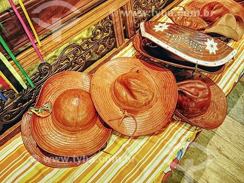 Detalhe de chapeis de couro à venda no Centro Luiz Gonzaga de Tradições Nordestinas  - Rio de Janeiro - Rio de Janeiro (RJ) - Brasil