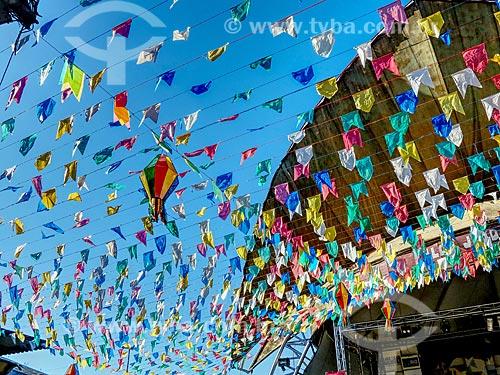 Centro Luiz Gonzaga de Tradições Nordestinas decorado com bandeirinhas de festa junina  - Rio de Janeiro - Rio de Janeiro (RJ) - Brasil