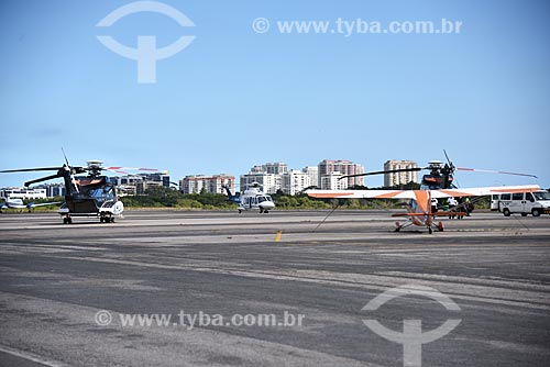Helicópteros e monomotor na pista do Heliponto Comandante Nobre  - Rio de Janeiro - Rio de Janeiro (RJ) - Brasil