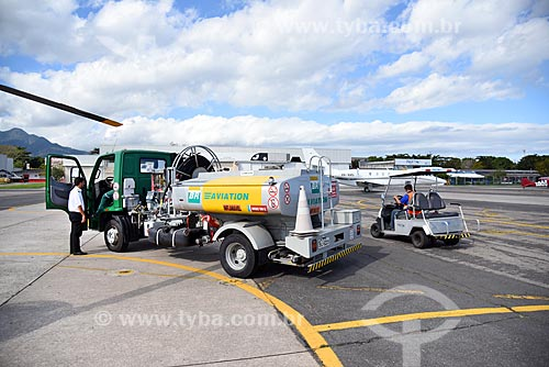 Caminhão-tanque na pista do Heliponto Comandante Nobre  - Rio de Janeiro - Rio de Janeiro (RJ) - Brasil