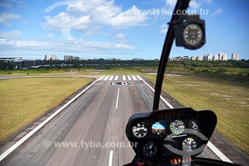 Detalhe de helicóptero decolando do Heliponto Comandante Nobre  - Rio de Janeiro - Rio de Janeiro (RJ) - Brasil