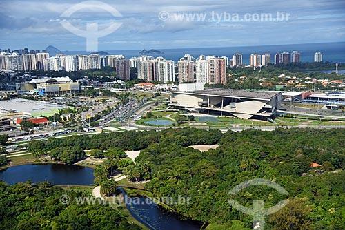 Foto aérea do Parque Natural Municipal Bosque da Barra com a Cidade das Artes - antiga Cidade da Música ao fundo  - Rio de Janeiro - Rio de Janeiro (RJ) - Brasil