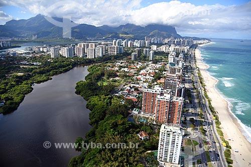 Foto aérea do Canal de Marapendi com a Praia da Barra da Tijuca à direita  - Rio de Janeiro - Rio de Janeiro (RJ) - Brasil