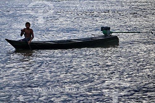 Ribeirinho no Rio Amazonas próximo à Itacoatiara  - Itacoatiara - Amazonas (AM) - Brasil