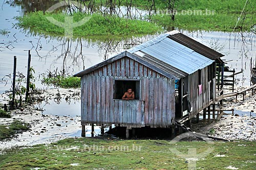 Casa em comunidade ribeirinha às margens do Rio Amazonas próximo à Itacoatiara  - Itacoatiara - Amazonas (AM) - Brasil