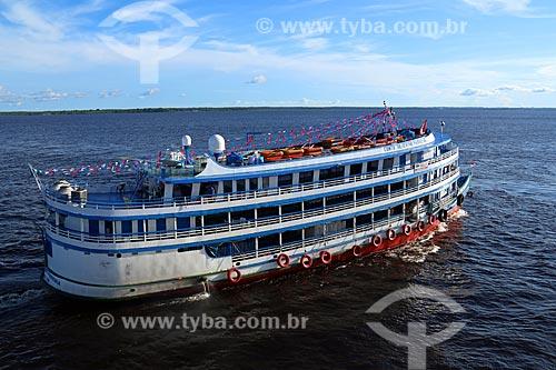 Chalana - embarcação regional - no Rio Negro próximo à Manaus  - Manaus - Amazonas (AM) - Brasil