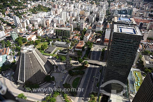 Foto aérea da Catedral de São Sebastião do Rio de Janeiro - à esquerda - com o Edifício Sede da Petrobras - à direita  - Rio de Janeiro - Rio de Janeiro (RJ) - Brasil