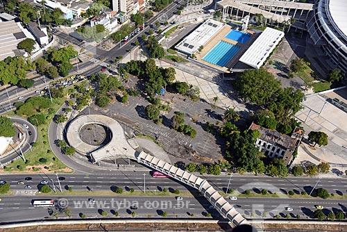 Foto aérea da passarela sobre à Avenida Radial Oeste - também conhecida como Avenida Presidente Castelo Branco - próximo ao Maracanã  - Rio de Janeiro - Rio de Janeiro (RJ) - Brasil