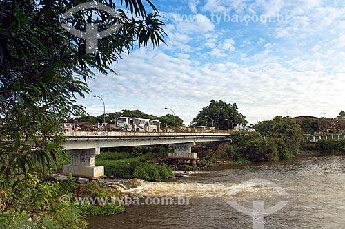 Vista da Ponte Nossa Senhora do Rosário sobre o Rio Paraíba do Sul  - Jacareí - São Paulo (SP) - Brasil