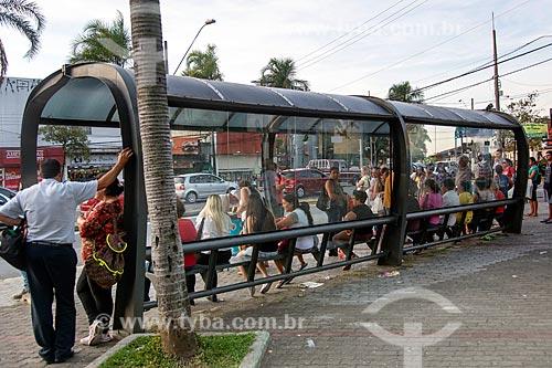 Ponto de ônibus na Praça Conde Frontin  - Jacareí - São Paulo (SP) - Brasil