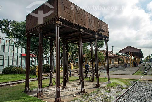 Antiga caixa dágua com a à antiga Estação Ferroviária de Jacareí - hoje abriga o Espaço Cultural Pátio dos Trilhos - ao fundo  - Jacareí - São Paulo (SP) - Brasil