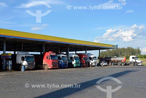 Caminhões em posto de gasolina  - Extrema - Minas Gerais (MG) - Brasil