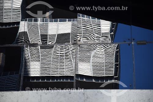 Reflexo do edifício sede da Petrobras na fachada do edifício sede do Banco Nacional de Desenvolvimento Econômico e Social (BNDES)  - Rio de Janeiro - Rio de Janeiro (RJ) - Brasil