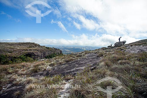 Vista do Morro do Cruzeiro no Parque Estadual do Ibitipoca durante a trilha do circuito Janela do Céu  - Lima Duarte - Minas Gerais (MG) - Brasil