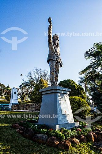 Monumento à Andreas Thaler - fundador da colônia austríaca de Treze Tílias - na Praça Ministro Andreas Thaler  - Treze Tílias - Santa Catarina (SC) - Brasil