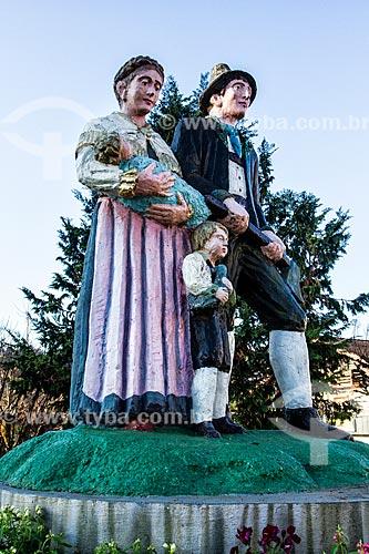Monumento dos Imigrantes - homenagem as famílias dos imigrantes austríacos  - Treze Tílias - Santa Catarina (SC) - Brasil