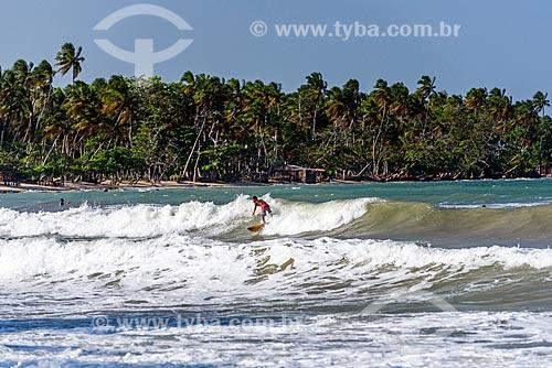 Surfista na Praia da Cueira  - Cairu - Bahia (BA) - Brasil
